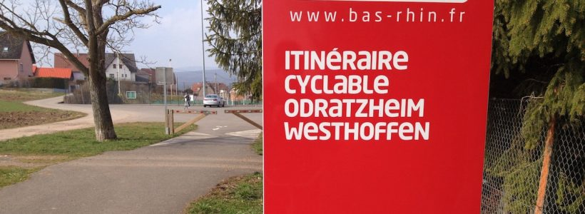 Un panneau du Conseil Départemental du Bas-Rhin à l'entrée de la piste cyclable