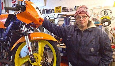 Serge Kauffmann et son cyclomoteur de compétition.